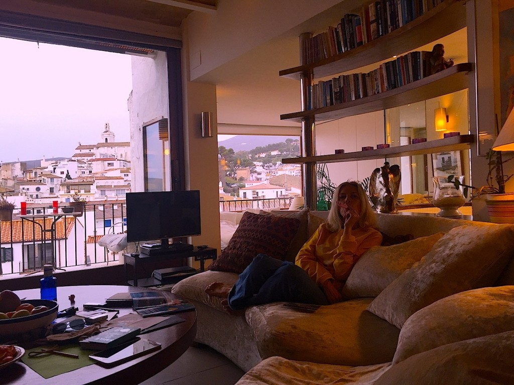 Cadaques airbnb, omagiu Melinei Mercouri