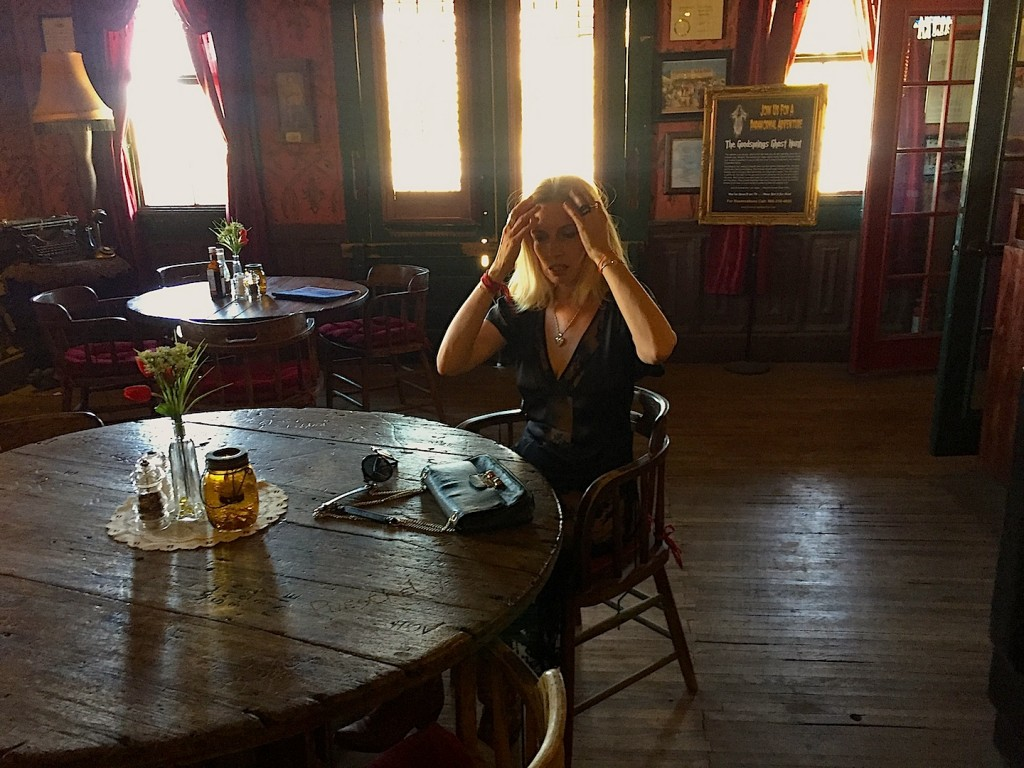 Pioneer Salon, paparazzi, iunie 2015