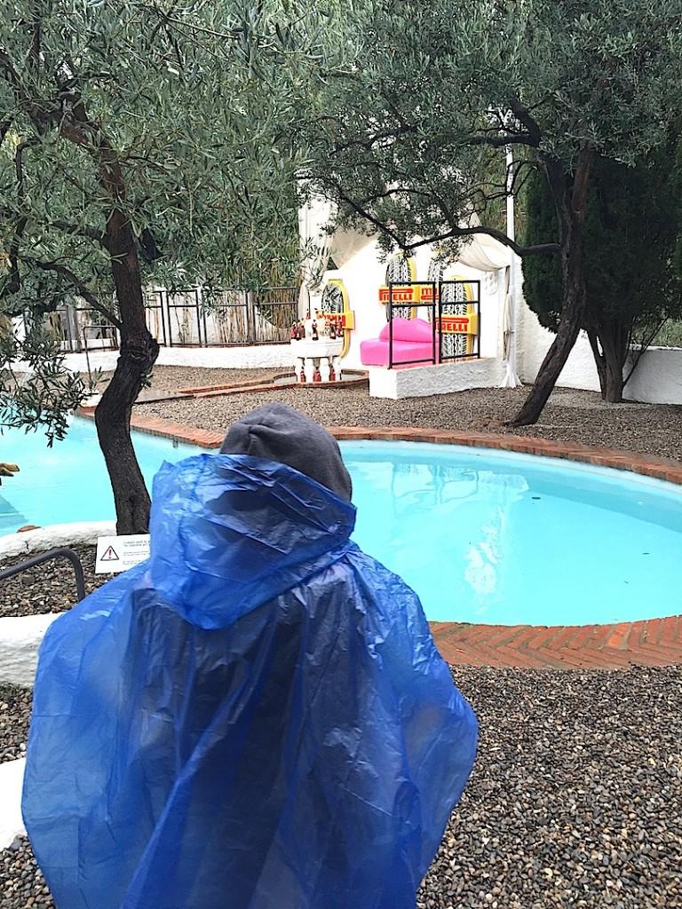 Port Lligat, Avi la piscina, in ploaie