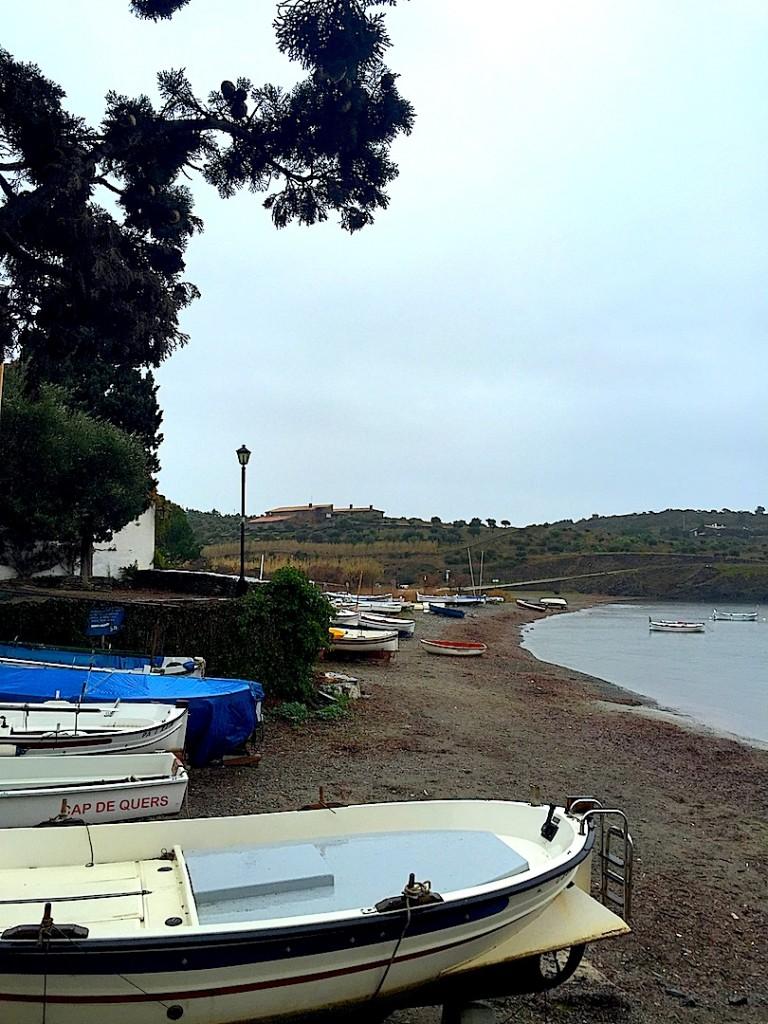Port Lligat, barci la mal