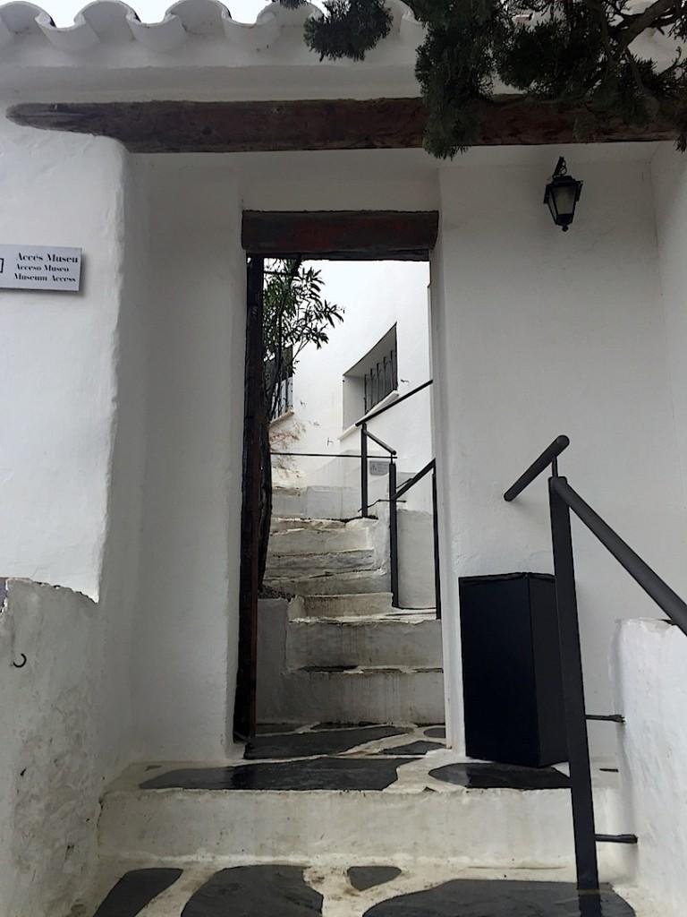 Portligat intrarea in casa Gala si Dali