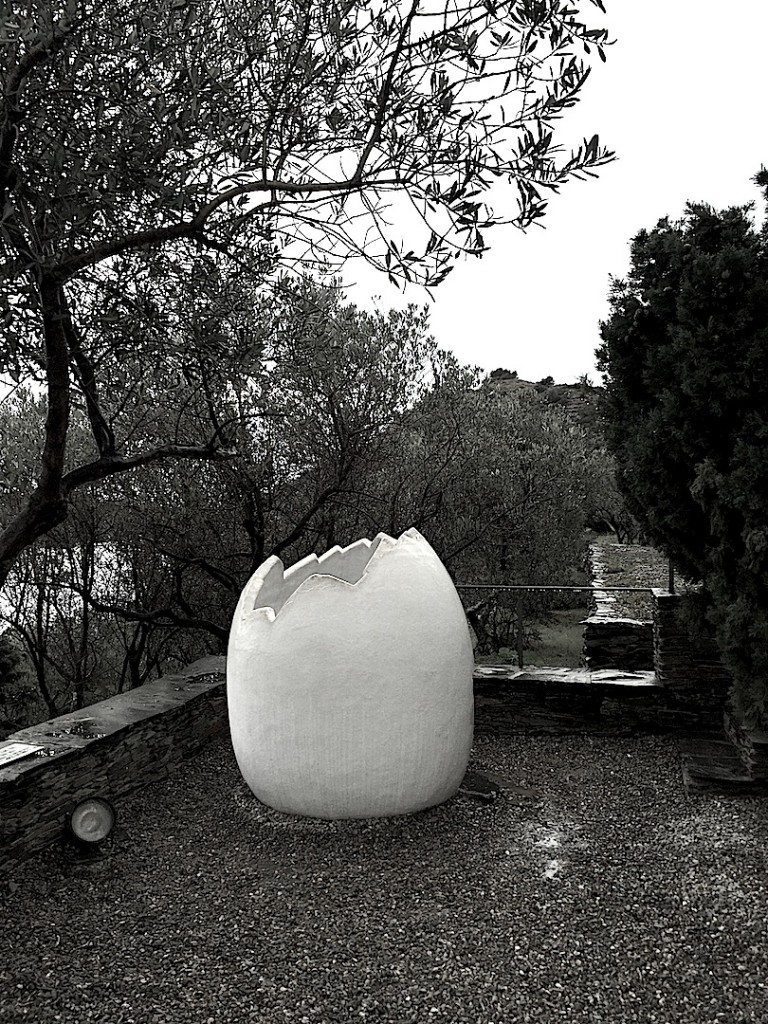 Portligat, oul din gradina