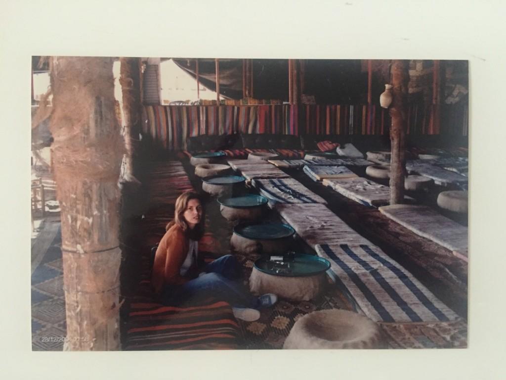 intr-un cort beduin in Desertul Negev, Israel, in tinuta Mango de la Mall Vitan, decembrie 2004