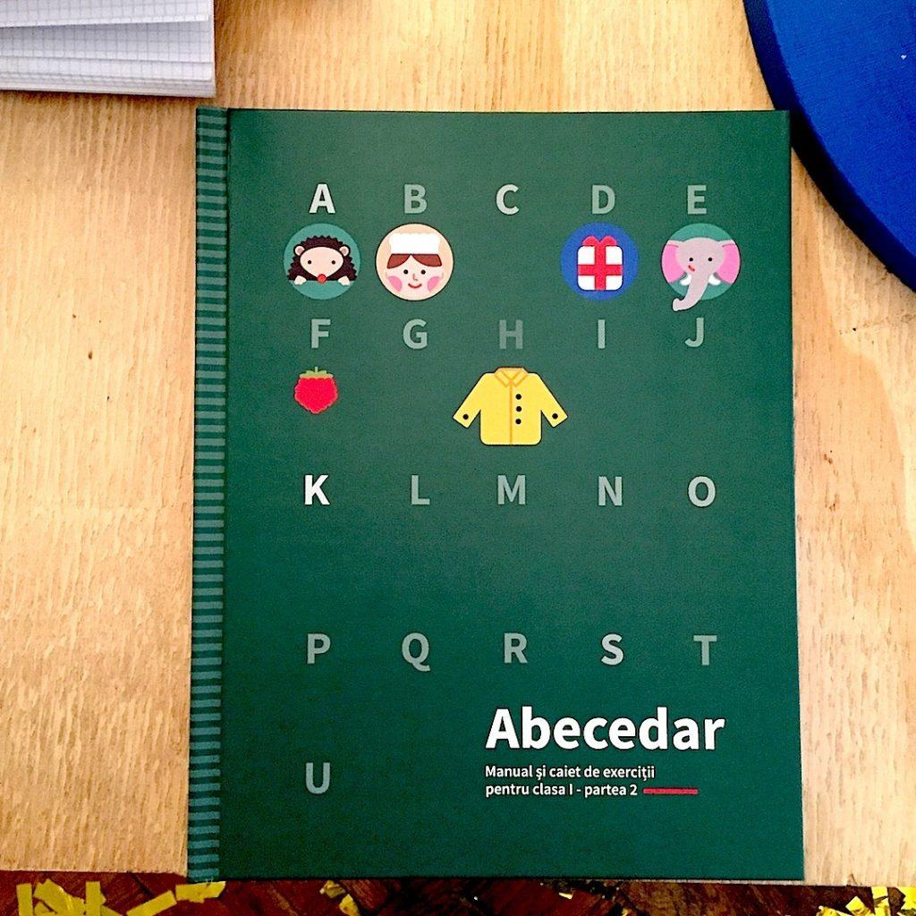 ana-maria-stefan-design-de-carte-abecedarul-scolar-facultatea-de-arte-decorative-si-design-bucuresti
