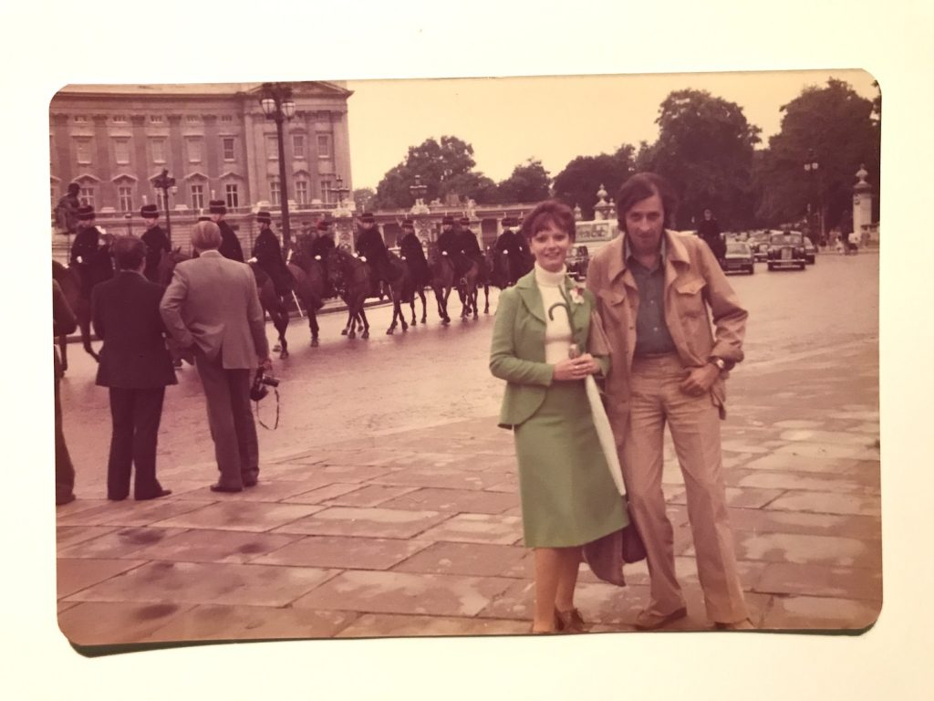 Mama si tata la Londra, vara lui 1980