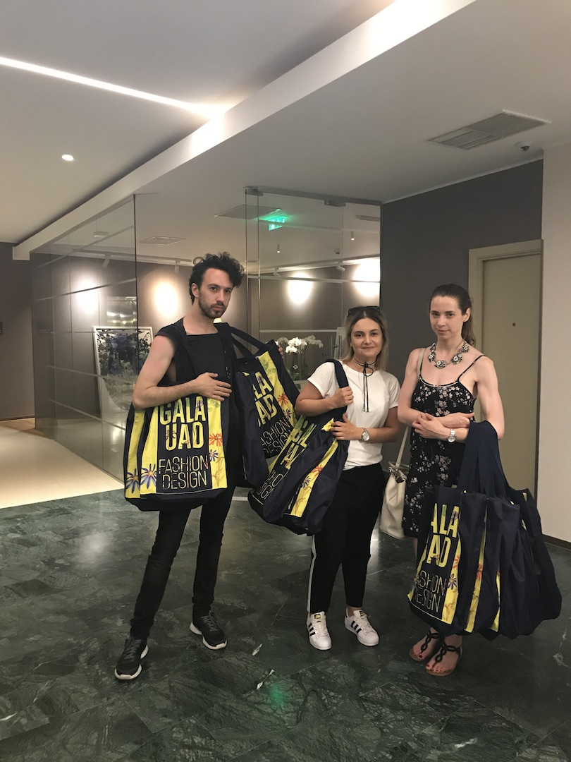 o parte din echipa de PR a Galei UAD, toti studenti la fashion design: Vlad Pavel, Diana Turc si Alexandra Nistor