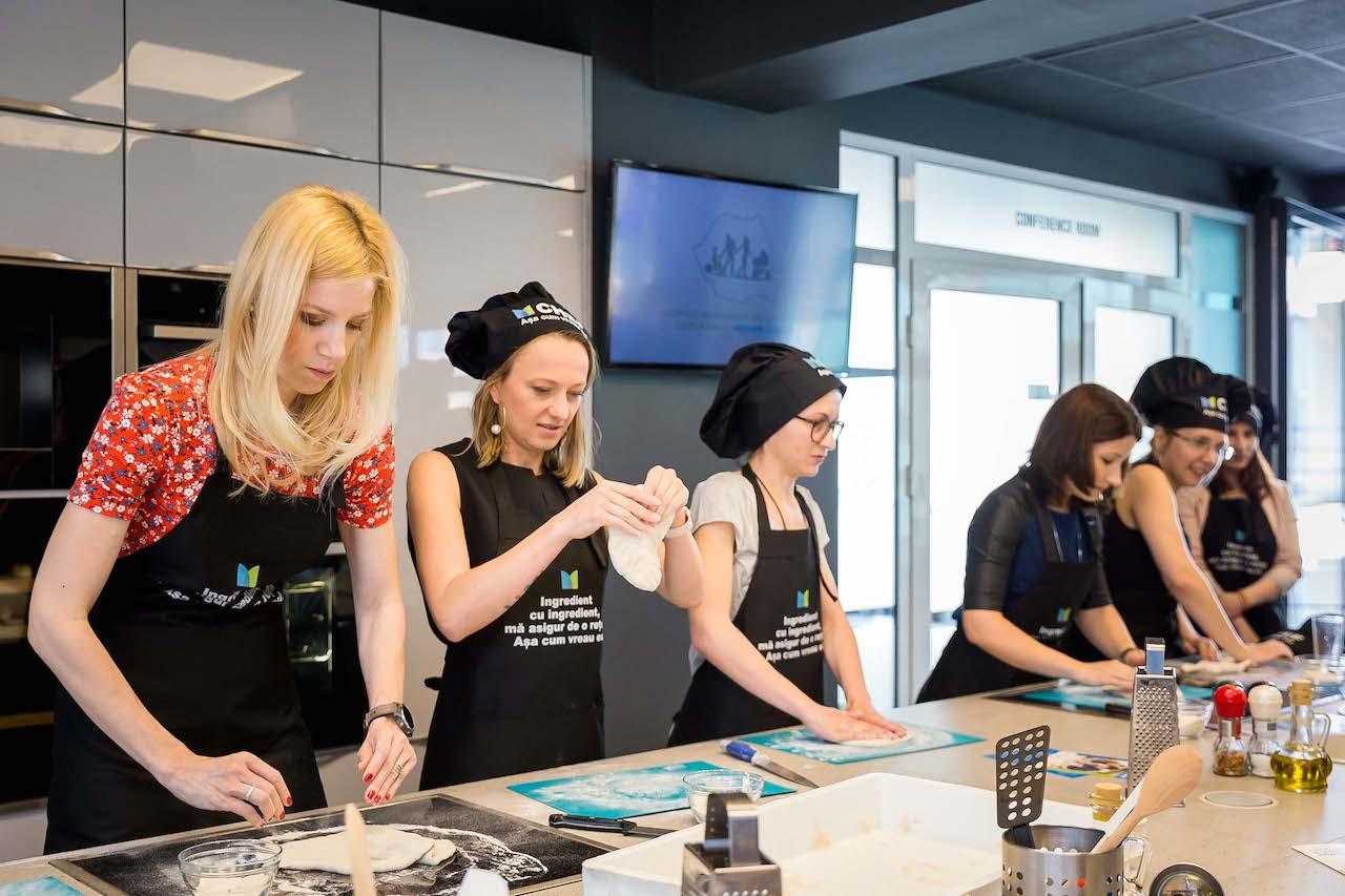 pizza ladies, Sonia Argint Ionescu, Andreea Vasiliu si Mara Wagner