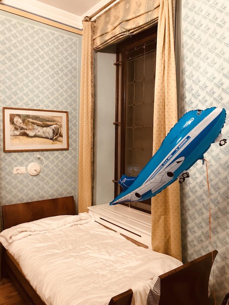 dormitorul lui Avi
