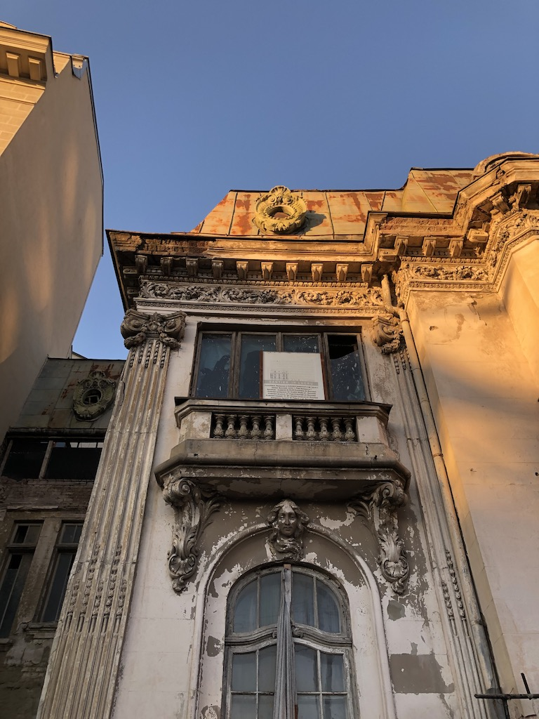 casa in degradare, Piata Romana
