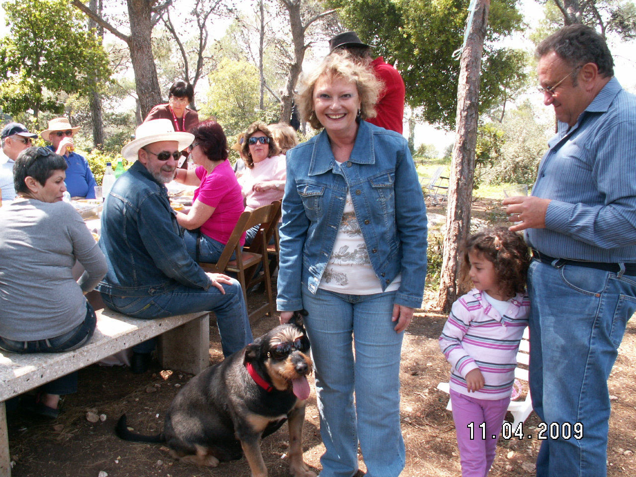 Mama, Dan si Bubu la un picnic cu prietenii